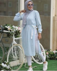 robe hijab Street hijab style in summer – Just Trendy Girls. robe hijab Street hijab style in summer – Just Trendy Girls… Modern Hijab Fashion, Muslim Fashion, Modest Fashion, Abaya Fashion, Fashion Dresses, Hijab Fashion Summer, Stylish Hijab, Hijab Chic, Casual Hijab Outfit