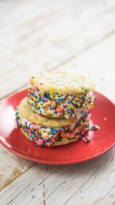 A Unicorn decided to make cookies and Ice Cream. Can you say sprinkles? A Unicorn decided to make cookies and Ice Cream. Can you say sprinkles? Ice Cream Cookie Sandwich, Ice Cream Cookies, Sandwich Cookies, Yummy Treats, Delicious Desserts, Sweet Treats, Yummy Food, Tasty, Baking Recipes