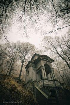 Il Mausoleo Dimenticato Cabin, Explore, House Styles, Decor, Italy, Decoration, Decorating, Dekoration, Cottage