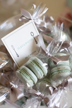 Wedding favour ideas // Dusty blue macaroons