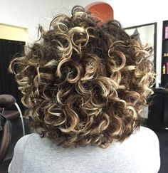 Love the highlights on her curls Curly Hair Styles, Curly Hair Cuts, Short Curly Hair, Medium Hair Styles, Colored Curly Hair, Natural Hair Styles, Love Hair, Great Hair, Big Hair