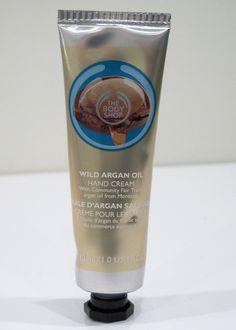 OSTOLAKOSSA: Liian villi tuoksu, mutta muuten loistava. Esittelyssä The Body Shop Wild Argan Oil Hand Cream. Hand Cream, Argan Oil, The Body Shop, Canning, Drinks, Drinking, Beverages, Home Canning, Drink