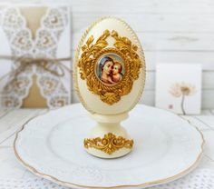 This large vintage easter eggs with icon is perfect for unique easter decorations, antique centerpiece table decor. Unique Handmade eggs is great for you shabby chic decor or religious gifts, the gift for mother, friends and colleague and also can be memorable gift for Easter. This egg is painted by me manually. Nicely done, in good condition. Brown shadowed accents to make the eggs look more aged. Ready to display for the Easter season. Use year after year for the Spring/Easter holiday season. Easter Decor, Easter Gift, Vintage Decorations, Christmas Decorations, Blue Shabby Chic, Easter Season, Cute Gift Boxes, Easter Holidays, Religious Gifts