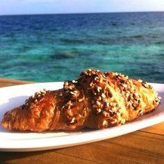 Croissant integral en Laamu Atoll.    http://www.onfan.com/es/especialidades/hithadhoo/longitude-six-senses-laamu/croissant-integral?utm_source=pinterest&utm_medium=web&utm_campaign=referal
