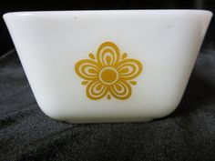 Vintage Pyrex Butterfly Gold refrigerator dish #0502 1 1/2 Pint ~ Very good used condition ~ light scuffing outside & light scratches from utensils inside ~ good color, clean, smooth rim. Sorry, I don't have the lid.   eBay!
