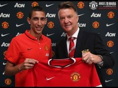 Angel Di Maria (left) with Manchester United boss Louis van Gaal.United paid for Di Maria Di Maria Manchester United, Manchester United Football, Man United, Soccer News, Sports News, Soccer Stuff, Volleyball, Image Foot, Wrestling