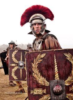 Legionari in marcia. ~ A photo of actor Channing Tatum in the film The Eagle. Ancient Rome, Ancient History, Roman Armor, Roman Shield, Roman Centurion, Roman Warriors, Roman Legion, Greek Warrior, Empire Romain