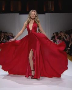 Beautiful Backless Halter Red Prom Maxi Dress / Gown with Open Back, a Skirt and a Train. Runway Show by Sherri Hill. Vestido Sherri Hill, Sherri Hill Red Dress, Sherri Hill Prom Dresses, Red Dress Outfit, The Dress, Dress Outfits, Red Dress Prom, Red Dress Makeup, Dress Long