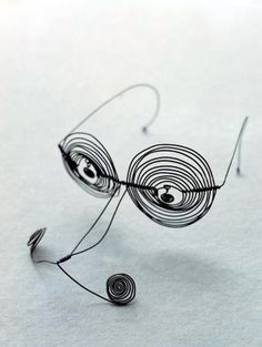 Spectacles | Alexander Calder. Steel wire. ca. 1932 || Private collection, photo credit Calder Foundation, New York