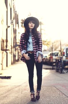 Rachel from Jaglever in the Antique Sandals in bordeaux. <3 (Swedish Hasbeens)