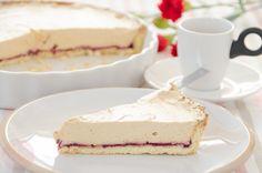 Tarta bezglutenowa z kremem – Nazwa niepozorna, ale smak ciasta z pewnością Was zaskoczy nie będzie przesadą, kiedy powiem, że jest cudowne. Prawdę mówiąc, kojarzy mi się z mazurkami, może to z powodu bliskość Świąt Wielkanocnych, a może jego forma i smak. Jak zwał tak zwał jedno jest pewne, ciacho jest przepyszne! Tarta powstała przypadkowo w leniwy ciepły dzień, cudowny nastrój, pyszna kawka w kubku…i tylko ciacha brak. W taki dzień nawet ja nie mam ochoty na długie pichcenie, potrzebny...