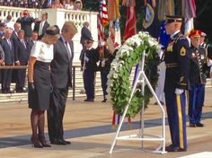 King Willem-Alexander and Queen Maxima place a wreath at the tomb of the unknown soldier. June 1, 2015 ~ visit United States-Day-1