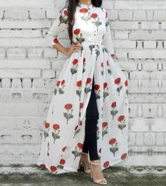 Floral open dress with jeans-Mix and match summer casual wear – Just Trendy Girls Floral offenes Kle Arab Fashion, Look Fashion, 40s Fashion, Trendy Fashion, Fashion Brands, Indian Designer Outfits, Designer Dresses, Designer Kurtis, Indian Dresses