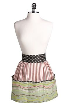 what a cute little apron!  I love the pockets