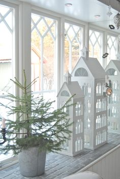 ☆ White Christmas Wonderland ☆ I like the proportions of these paper houses.