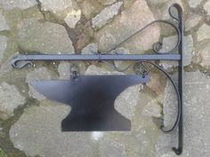 Blacksmith Projects, Welding Projects, Projects To Try, Blacksmithing Knives, Blacksmith Forge, Forging Metal, Iron Art, Forged Steel, Shop Signs