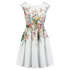 Dieses Kleid ist farblich etwas gewagter für eine Hochzeit. Doch wer es gerne bunt mag, muss auch am Hochzeitstag nicht darauf