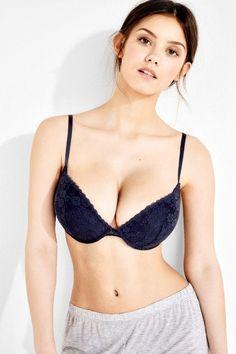Welcome to the sub dedicated to all things for the model Nicola Cavanis. Lingerie Models, Women Lingerie, Black Lingerie, Female Eyes, Bronze, Hot Bikini, Bikini Babes, 90s Fashion, Female Models