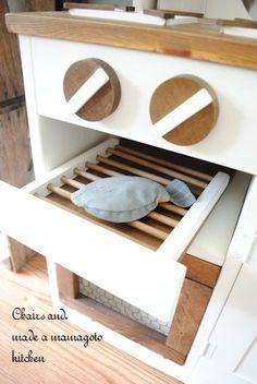 2WAYままごとキッチン作りました&掲載誌のお知らせ*簡単木工家具STYLE |Chairs and. ナチュラルなインテリアと雑貨と手作りと、日々のこと。|Ameba (アメーバ) Diy Play Kitchen, Play Kitchens, Dramatic Play Themes, Tool Bench, Wood Toys, Kidsroom, Diy Toys, Kids Furniture, Diy For Kids