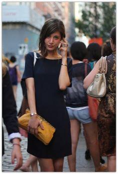 シンプルな着こなしの中にどこか洗練されたスタイルが確立されているパリジェンヌ達。その姿勢は自分らしいセンスやライフスタイルに現れています。そんな彼女達の魅力を私たちを取り入れられるポイントをご紹介します♪