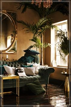 Blau Und Wald Grün Wohnzimmer Wohnzimmer Versuchen Sie, eine dunkle Wand Farbe … Blue And Forest Green Living Room Living Room Try a dark wall color for bold living room update. Dark walls create an intimate and inviting feel in a room. You are in … - Bold Living Room, Living Room Update, Living Room Green, Plants In Living Room, Tropical Living Rooms, House Plants, Green Rooms, Living Room Ideas Dark Wood, Mirrors In Living Room