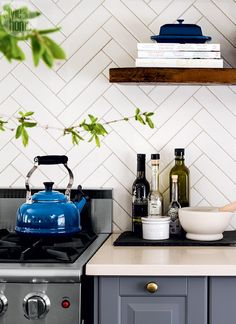 Porcelain herringbone backsplash {PHOTO: Donna Griffith}