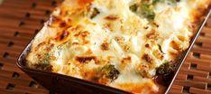 Kaali-jauhelihagratiini on mehevän herkullinen arkiruoka. Lchf, Keto, Finnish Recipes, Lasagna, Macaroni And Cheese, Dinner Recipes, Food And Drink, Low Carb, Cooking Recipes