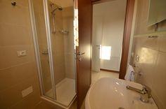 Bathroom with shower-Residence Barcarola