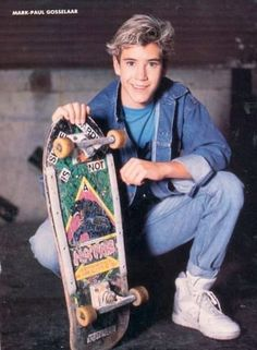 style Mark Paul Gosselaar: Champion Of 90 - Mark Paul Gosselaar, 80s Fashion Men, 1980s Fashion Trends, Neon Nikes, 80s Party Outfits, Boy Outfits, Grunge Outfits, Teen Boys, Girls