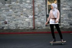 Women In Hijabs Doing Things – Hijab Fashion 2020 Muslim Girls, Muslim Women, Modest Fashion, Hijab Fashion, Fashion Outfits, Turban, Eid Outfits, Skate Style, Outfit Trends