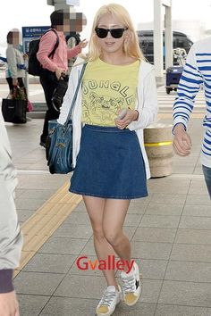 http://okpopgirls.rebzombie.com/wp-content/uploads/2013/05/SNSD-Hyoyeon-airport-fashion-May-20-03.jpg