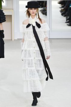 Chanel | Paris Fashion Week | Fall 2016                                                                                                                                                                                 Mehr