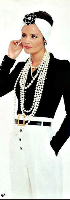 Fabulous black and white Chanel outfit for a beautiful summer day for our glamour girl. Look Fashion, High Fashion, Womens Fashion, Fashion Design, Fashion Trends, Chanel Couture, Black White Fashion, Black N White, Coco Chanel