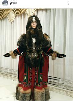 ОТ Августины Филипповой Beautiful Outfits, Cool Outfits, Polo Norte, Fashion Silhouette, Period Costumes, Folk Costume, World Cultures, Ethnic Fashion, Signature Style