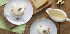 Gravlax Eggs Benedict   - http://www.jarlsberg.com/en_CA/recipes/gravlax-eggs-benedict-with-jarlsberg-sauce