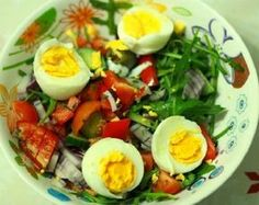 Iata regulile dietei Rina, considerata a fi foarte eficienta - Sanatos Online Caprese Salad, Cobb Salad, Rina Diet, Diabetic Recipes, Diet Recipes, Healthy Lifestyle, Healthy Living, Good Food, Food And Drink