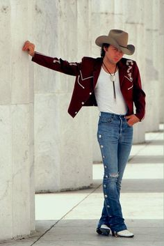 He's the tight jean wearin, Boot-scootin, good lookin Dwight Yoakam! Cute Country Boys, Best Country Music, Country Music Stars, Male Country Singers, Country Music Artists, History Of Jeans, Americana Music, Dwight Yoakam, Cowboy Up