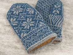 Ravelry: Northman Mittens pattern by David Schulz Knitted Mittens Pattern, Knitted Gloves, Knitting Designs, Knitting Patterns Free, Knitting Projects, Norwegian Knitting, Fibre And Fabric, Wrist Warmers, Strands