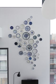 This is a custom-made project that started as a little job on a small wall, but the owner of the loft suddenly saw it bigger and asked me to make a set for this 4 meter high wall. Plate Wall Decor, Dining Room Wall Decor, Plates On Wall, Hanging Plates, Plate Collage, Wall Collage, Assiette Design, Diy Adornos, Indian Home Interior