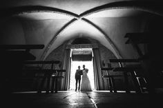 L'entrée à l'église de la mariée  Réservez votre séance photo ou reportage sur: http://ift.tt/1oPUHC3 - http://ift.tt/1oPUHC3