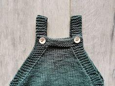 Voici mon dernier tricot : une barboteuse trop mignonne pour bébé. Un tricot classique et rapide, qui fait fureur en cadeau de naissance ! #tricot #bébé #barboteuse #layette