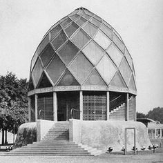Bruno Taut, The Glass Pavilion, Prismatic glass dome structure at the Cologne Deutscher Werkbund Exhibition. I like this design as it an architectural achievement, it demonstrates interesting use of glass. The glass dome creates a kaleidoscope feel. Bauhaus, Hans Poelzig, Bruno Taut, Dome Structure, Round Building, Glass Pavilion, Glass Brick, Walter Gropius, Glass House