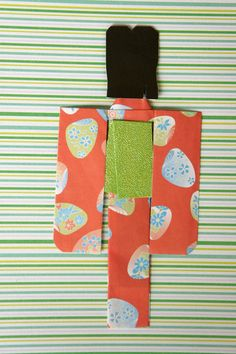 Mikano Yuri: Red kimono paper doll with fan pattern (back)