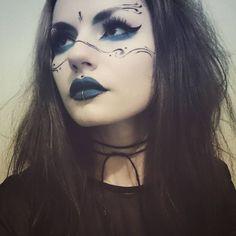 "13 Witch Makeup Looks Bewitching ""It"" Girls Are Wearing This Halloween Fx Makeup, Dark Makeup, Cosplay Makeup, Costume Makeup, Makeup Inspo, Makeup Inspiration, Beauty Makeup, Makeup Ideas, Skull Makeup"
