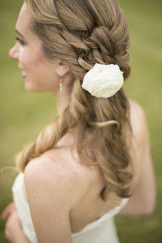 Wedding hair - pearl strands, no flower Perfect Wedding, Dream Wedding, Wedding Stuff, Cute Hairstyles, Wedding Hairstyles, Wedding Shoppe, Magic Hair, Bridal Hair Accessories, Wedding Inspiration