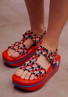 Hot Shoes, Wedge Shoes, Men's Shoes, Dress Shoes, Dance Shoes, Look Fashion, Fashion Shoes, Winter Fashion, Studded Heels