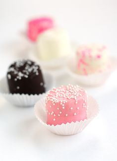 Pretty in pink party marshmallows. These are a smart (and cost-effective) take on traditional petits fours.