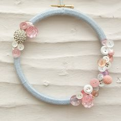 Button Wreath Grey Bamboo Yarn Vintage Buttons Peach by amooma, Embroidery Hoop Crafts, Wooden Embroidery Hoops, Cross Stitch Embroidery, Hand Embroidery, Button Art, Button Crafts, Button Wreath, Flower Shop Design, Memory Crafts