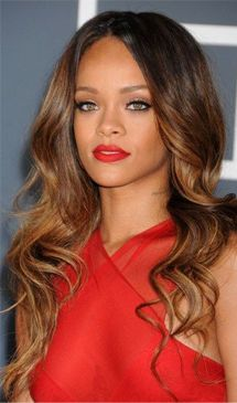 Rihanna is just but she has already achieved lots as a signer. Rihanna best songs, biography, info about career and personal life - photos, video Best Ombre Hair, Ombre Hair Color, Hair Color Balayage, Cool Hair Color, Hair Colors, Balayage Highlights, Brown Highlights, Rihanna Hairstyles, Celebrity Hairstyles