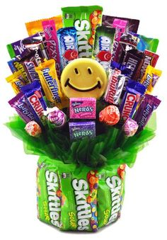 Skittles & Grins Candy Bouquet for students living in dorm rooms or apartments at college or boarding school, on campus or off. Candy Bouquet Diy, Gift Bouquet, Birthday Candy, Birthday Gifts, Candy Bouquet Birthday, Candy Arrangements, Candy Gift Baskets, Candy Grams, Candy Cakes